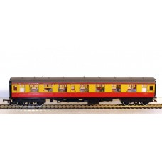 USED Hornby-Triang Crimson & Cream Passenger Coach R626